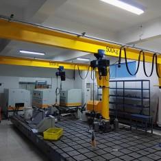 0.5吨电动葫芦悬臂起重机